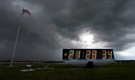 os-kennedy-space-center-countdown-clock-move-20160229
