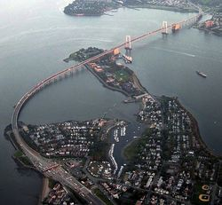 649px-Throgs_Neck_Bridge_from_the_air.jpg
